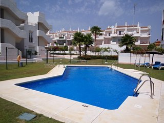 Precioso piso con piscina y terraza con vistas, Puerto de la Duquesa