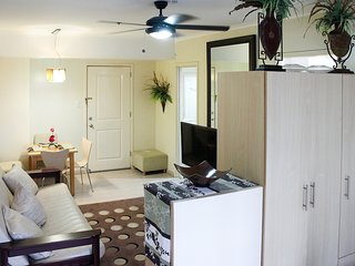 Perfect location BGC with balcony! SoMA 3404