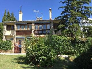Chalet VACACIONAL: SENDERISMO, PISCINA , PADEL.., Navacerrada