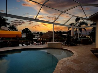 Villa Annibel - Spectacular Canal Front Pool Home, Cape Coral