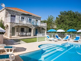 Villa  Peric with private pool for up to 12 person, Cilipi