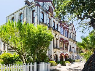 Unique & Historic 3BR w/ Stunning View of Bishop's Palace - Near the Strand