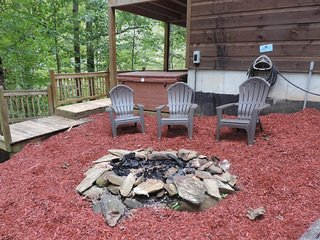 Riverside Paradise -River Front 6 Bed Room 3-1/2 Bath Cabin inside CRR Ellijay