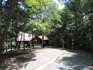 Pet friendly vacation cabin in the Coosawattee River Resort., Ellijay