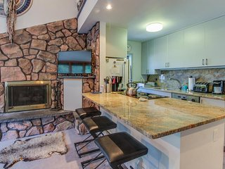 Ski-in/ski-out Copper Junction condo w/mountain views and shared pool