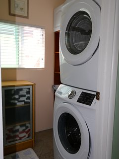 Laundry room - new samsung washer and dryer (2016)