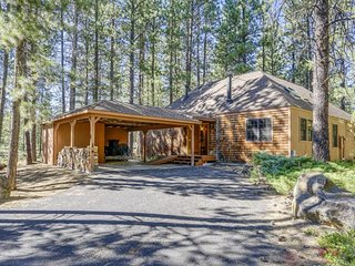 Cabin-style home w/ private hot tub & SHARC passes, central location!