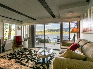 Lakefront condo w/ shared pools, close to town, beach & skiing!