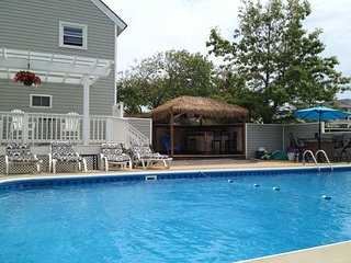 Paradise in Sandbridge- Virginia Beach, VA -Linens and Towels included!