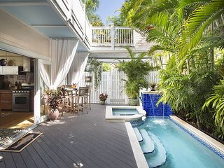Tropical Dream: 4 Blocks to Downtown, Private Pool & Parking, Pet Friendly, Key West