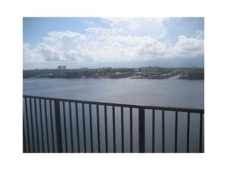 Beautiful 2 bedroom Ocean View in Sunny Isles!