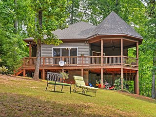 1BR Scottsville Cottage w/River Views & Gazebo!