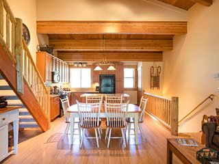 Ski in / ski out - inviting  condo w/ shared pool & hot tub - close to lifts