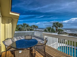 Oceanfront Home, Private Gazebo, Pool & Hot Tub