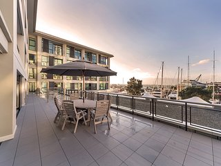 Waterfront 2 BR Apartment at Prince Wharf, Auckland (centrum)