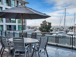 Waterfront 2 Bedroom 1 Bath in Prince's Wharf, Auckland Central