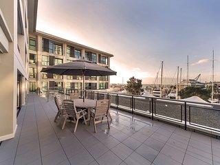 1 Bedroom Suite w/ Den in the Heart of Auckland