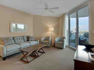 BEAUTIFUL PALMS OF DESTIN 3RD FLOOR UNIT.  LAGOON POOL, HOT TUB AND MORE. FREE W