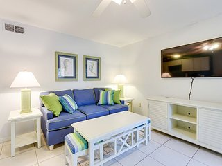 Sun Seeker Ground Floor Suite #4 Across from the Beach at the Pier - Sun Seeker, Fort Myers Beach