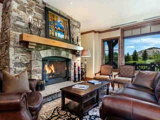 Views of Beaver Crk Mtn, YR Round Hot Tub & Heated Pool with AC in the Summer, Ski In/Out in Winter, Avon
