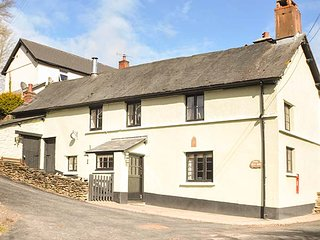 THE OLD INN, period detached cottage, woodburner, parking, in Wheddon Cross, Ref