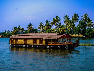 1 Bedroom Deluxe Houseboat, Alappuzha