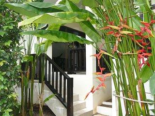 Villa 2 chambres IMPERIAL, Jardin Tropical Zen, Piscine, Jacuzzi, Plage 500 m
