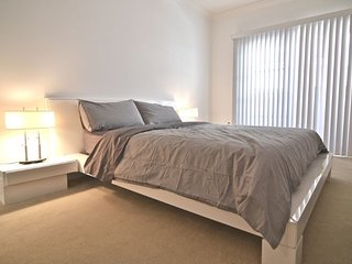 Furnished 3-Bedroom Apartment at S Westgate Ave & Mayfield Ave Los Angeles, Los Ángeles