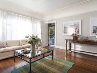 Furnished 2-Bedroom Apartment at S Bronson Ave & Country Club Dr Los Angeles, Los Ángeles
