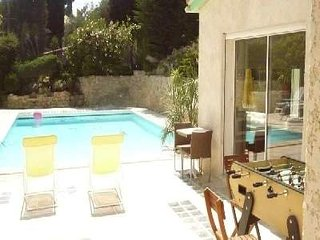 Pavillon duplex 42 M2 en bord de piscine+garage beaux amenagements/terrasse