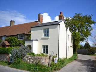 West Wittering cottage :: free parking & fireplace