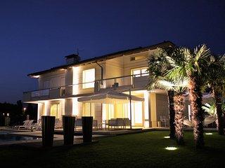 Villa Diamante near beach clubs in Forte dei Marmi, Forte Dei Marmi