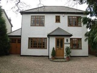 Cottage - 4 bed in picturesque rural village