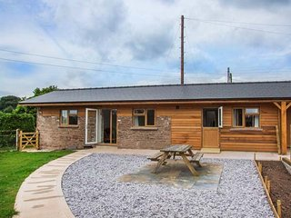 THE STABLE @ ROSE COTTAGE superb barn conversion, open plan, pet-friendly, close to Forest of Dean, Yorkley, Ref 921012