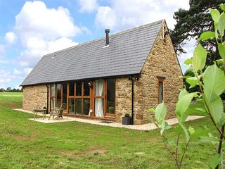 HOOK NORTON BARN, luxury barn conversion, ideal for a romantic break, WiFi and parking, Hook Norton, Ref 930685