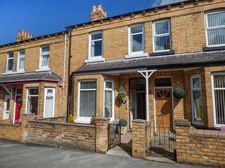 31 ELMVILLE AVENUE, mid-terrace property, WiFi, shop and pub 8 mins walk, close