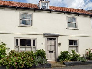 54 BRIDGE STREET, 17th century house, over three floors, open fires, in Brigg, Ref 941703