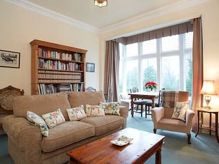 Handsome Harrogate Haven, Park Drive, Yorkshire: Elegant, 5* Cleaned Apartment!