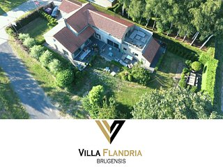 Villa Flandria Brugensis a 3 bedroom luxe holiday house with garden & jacuzzi