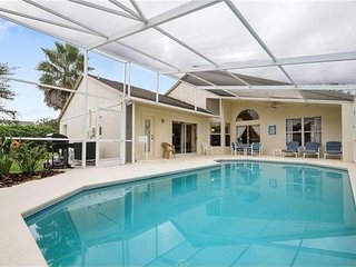 BIG POOL 4-BEDROOM VILLA near DISNEY, Kissimmee
