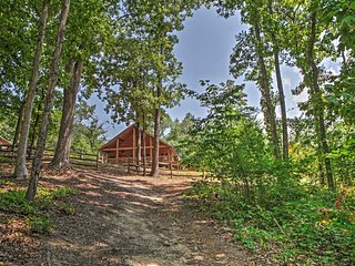 NEW! 2BR Flowery Branch Cabin w/Lake Access!