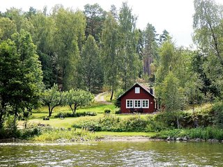 Lakefront beach property near royal Drottningholm, Stoccolma