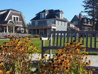 Blue Lantern Cottage with carriage house - Ocean view