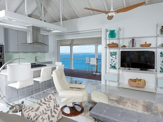 Living room w/ Caribbean Sea & St. Thomas