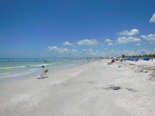Directly On The Beach Gulf  30day Rental Sleeps 12, Saint Pete Beach