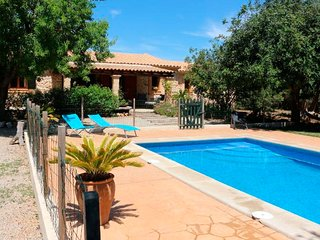 Villa with private pool and garden, Llubi