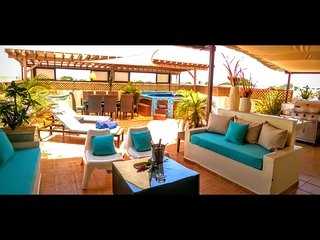Tropical ambiance luxury Penthouse & jacuzzi, Santo Domingo