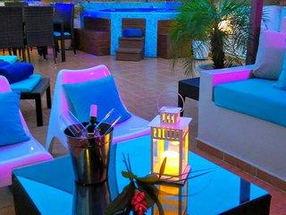 Rooftop Luxury PENTHOUSE & Jacuzzi, 6BR+SB