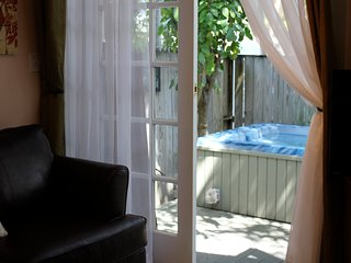 Mango Hideaway-King Suite just steps off Duval St, Key West
