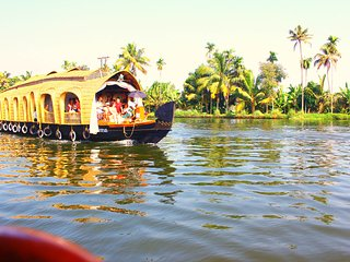 3 Bedroom Deluxe Houseboat, Alappuzha